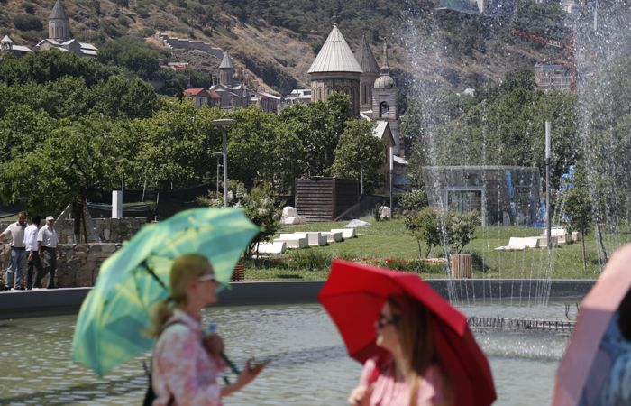 В Грузии отменили комендантский час, введенный в ноябре из-за COVID-19