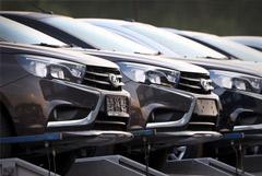 """Машины """"АвтоВАЗа"""" подорожали на 2-4%"""