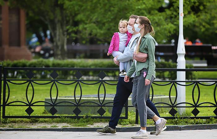 Путин подписал указ о выплате 10 тыс. руб. семьям с детьми