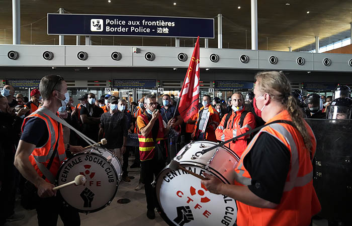 "В парижском аэропорту ""Шарль-де-Голль"" началась забастовка"