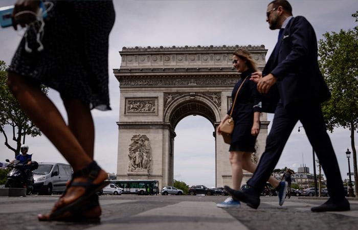 Во Франции спрогнозировали четвертую волну коронавируса к концу июля