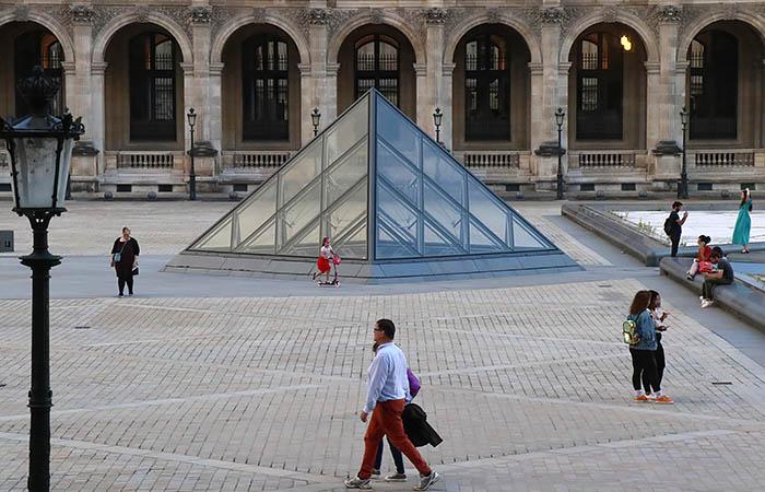 """Во Франции всерьез обеспокоены штаммами COVID """"дельта"""" и """"эпсилон"""""""