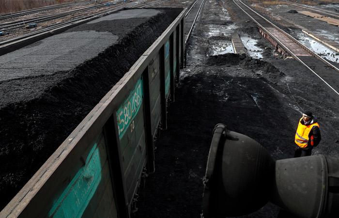 """Сечин попросил не давать перевозкам угля приоритет на """"Восточном полигоне"""""""