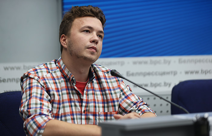 Задержанный в Белоруссии журналист Протасевич начал вести твиттер