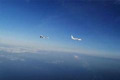 Истребители Су-30 сопроводили самолет-разведчик США над Черным морем