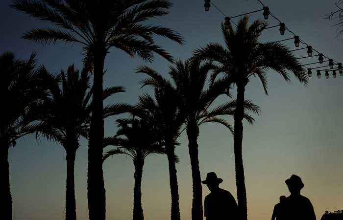В Средиземноморье из-за притока туристов начался рост COVID-заболеваемости