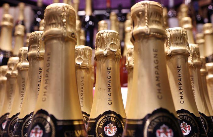 Глава Минсельхоза Франции посетил производителей шампанского на фоне спора с РФ