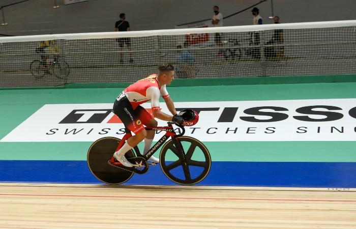 Велогонщик Ростовцев счел чрезмерным решение аннулировать его победу за снятый шлем