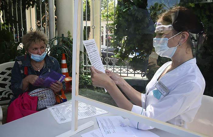 Полиция Москвы пресекла попытку сбыта фейковых справок о медотводе от прививки