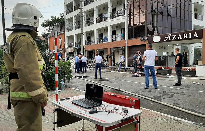 Один человек погиб, четверо пострадали при взрыве в отеле в Геленджике