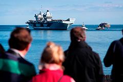Вспышка COVID зафиксирована уже на половине кораблей британской авианосной группы