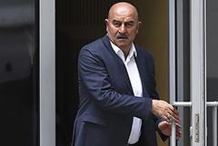 Черчесов отказался от неустойки при досрочном разрыве контракта