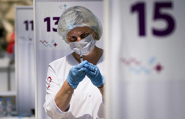 Количество желающих вакцинироваться от COVID-19 в РФ увеличилось вдвое