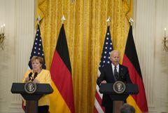 """Байден поделился с Меркель опасениями по поводу """"Северного потока 2"""""""