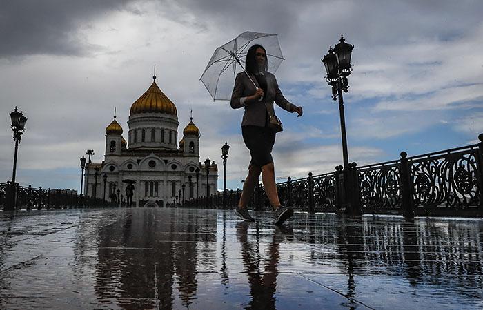 Москвичей предупредили о ливнях, граде и сильном ветре в понедельник