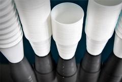 Минпромторг предложил не запрещать одноразовый пластик