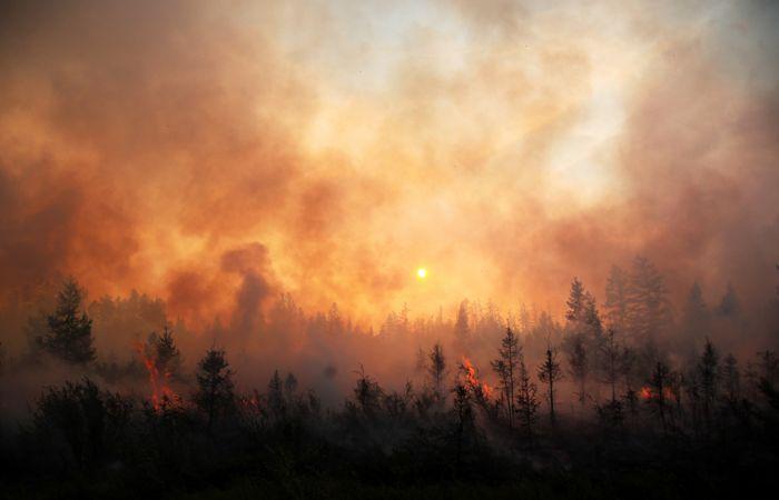 Природные пожары подобрались к Светлинской ГЭС в Якутии