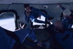 Джефф Безос опубликовал видео, снятое в космосе во время полета