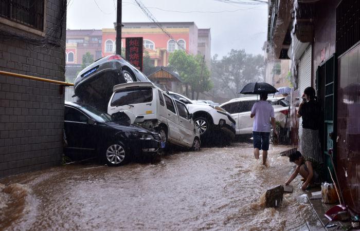Более десяти человек погибло после наводнения в китайской провинции Хэнань
