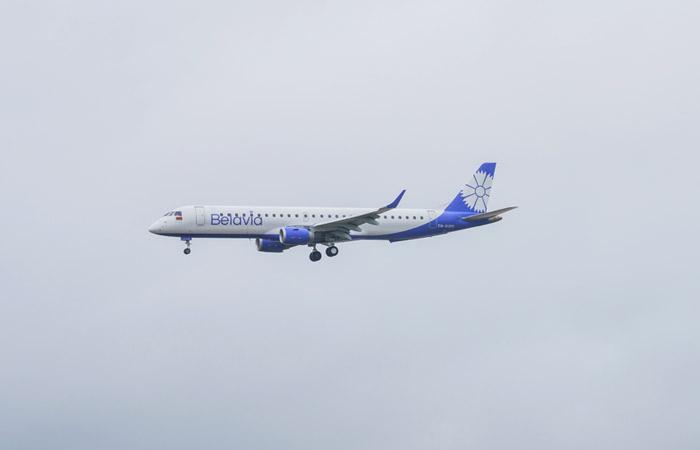 Самолет Belavia, подавший сигнал бедствия, направился в Москву