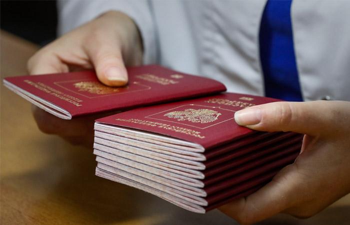 МВД предложило изымать у должников загранпаспорта