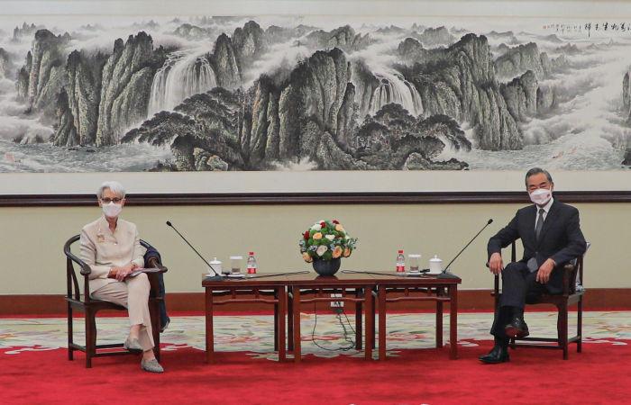 Глава МИД КНР предложил США сделать выбор между развитием и конфронтацией