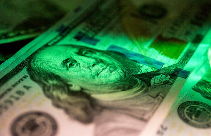 Доллар опустился ниже 73 рублей впервые с 1 июля