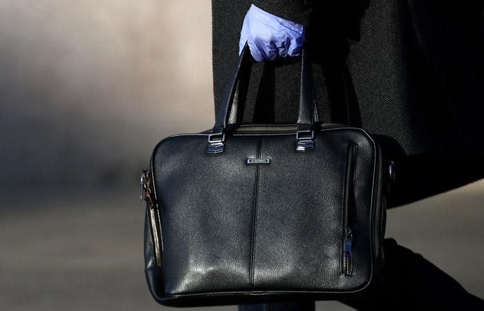 В Москве отменено требование носить перчатки в общественных местах