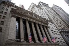 Фондовые индексы США завершили торги снижением, но выросли по итогам июля
