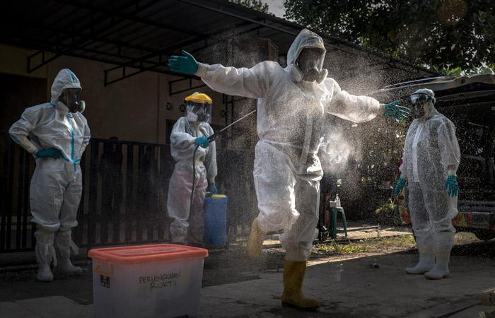 Число заразившихся COVID-19 в мире приблизилось к 199 млн