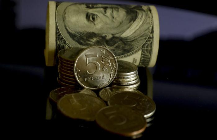 Рубль в среду утром стабилен к доллару и евро