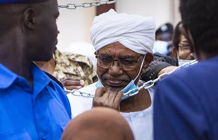 Судан решил выдать экс-президента Аль-Башира Международному уголовному суду