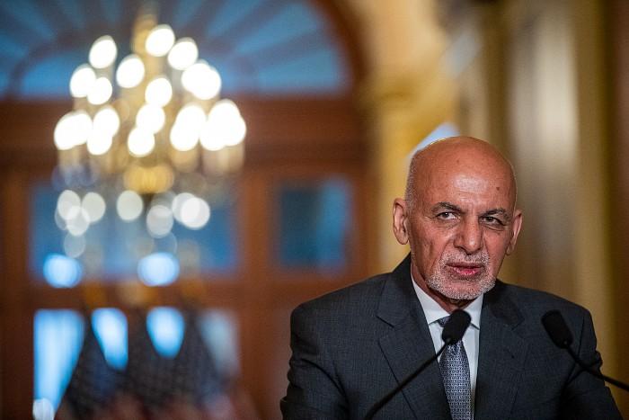 Президент Афганистана выступил с обращением и обещал остановить насилие