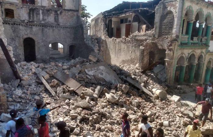 Количество погибших при землетрясении в Гаити превысило 300 человек