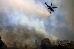 Лесной пожар уже второй день бушует к северу от Афин