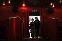 Кинотеатры обязали сообщать зрителям, как долго продлится реклама