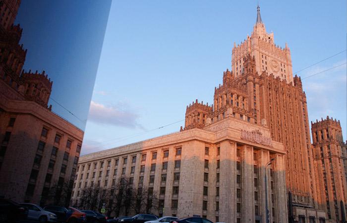 МИД РФ пообещал адекватный ответ на высылку дипломата из Северной Македонии
