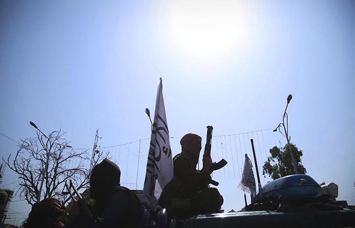 В соцсетях появились записи стрельбы талибов по протестующим в Джелалабаде