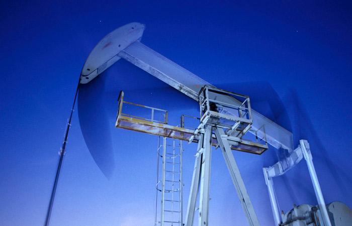 Цены на нефть приблизились к минимуму за три месяца