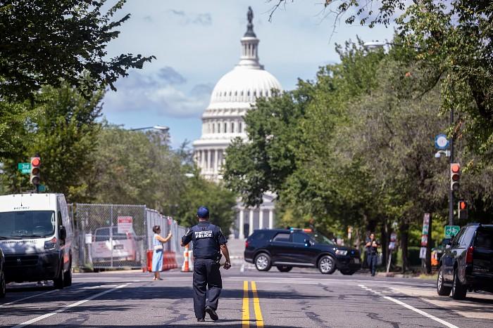 Угрожавший устроить взрыв у Капитолия американец сдался полиции