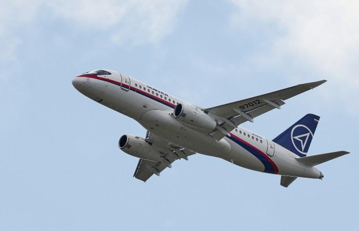 Летящий в Москву Superjet резко снизился из-за возможной разгерметизации