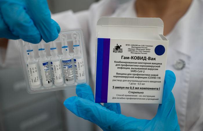 """РФПИ заявил о постепенном усилении защиты от COVID-19 после вакцины """"Спутник V"""""""