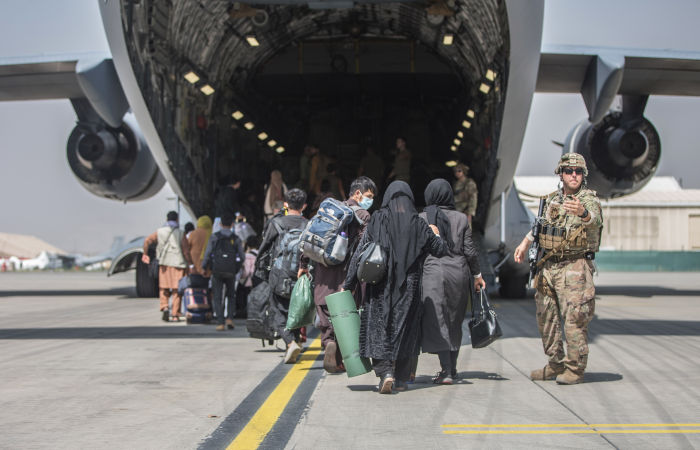 Великобритания и США предупредили об угрозе безопасности в аэропорту Кабула