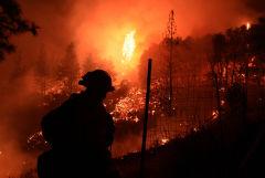 Лесной пожар в Калифорнии приблизился к озеру Тахо