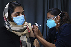 Число заразившихся COVID-19 в мире превысило 218,4 млн человек