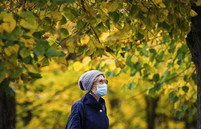 Роспотребнадзор ожидает осенью подъем заболеваемости COVID-19
