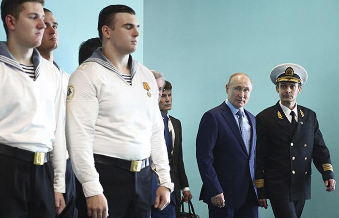 Путин заявил о готовности корректно работать с зарубежными партнерами на Севморпути