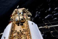 Российские космонавты завершили выход в открытый космос