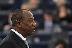 Главарь мятежников в Гвинее подтвердил арест президента страны