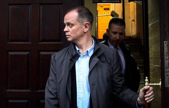 Обвиняемый в разглашении тайны следствия адвокат Иван Павлов уехал из РФ
